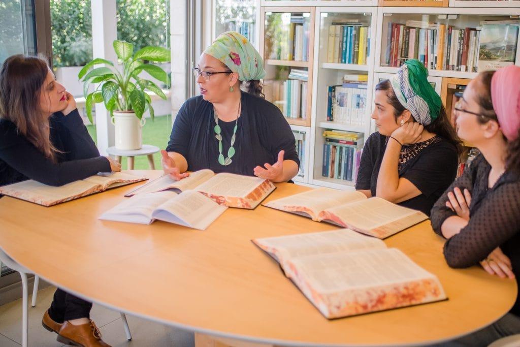 מגזין גלויה - הרבנית שרה סגל-כץ Rabbanit Sarah Segal-Katz