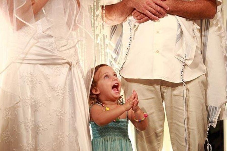 חיפוש אחר דרך לקיים חופה הקרובה לעולמם של הזוג - האם יש טקס חתונה שיוויוני בהלכה - מגזין גלויה - חורש אל עמי- הרבנית שרה סגל-כץ Rabbanit Sarah Segal-Katz