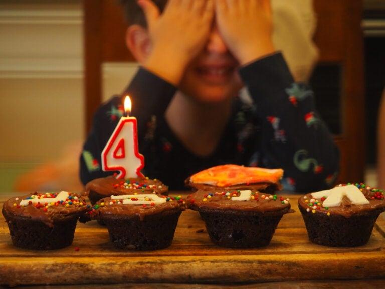 יום הולדת - נחוגה טקסי חיים - מגזין גלויה