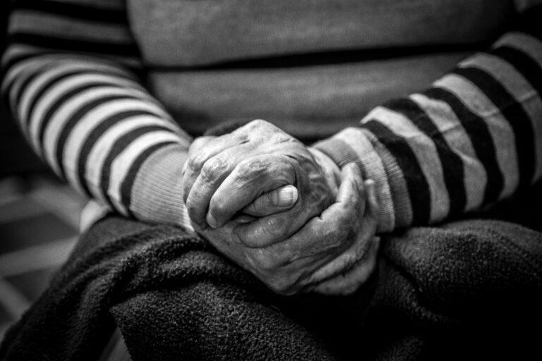 להזדקן - רוחמה גבל-קדמן - מגזין גלויה